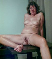 My mature wife completely naked at home, home-made erotic photos