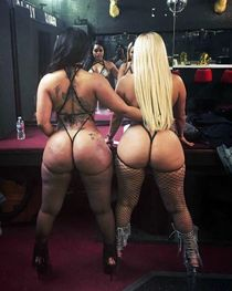 Professional black strippers posing and shaking ass, see private selfies
