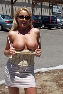 Exhibitionist mom big tits