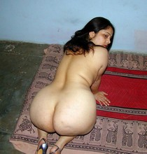 Nude photos of indian aunties.