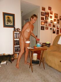 Sexy Cyber-Babe Lisa, Naked Around the House - Pics - xHa