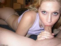 Blonde Milf loves it in all holes - Mobile Homemade Porn Sha