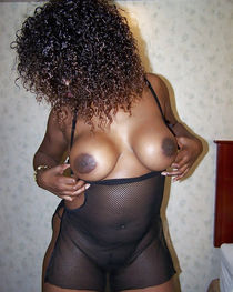 Perfect mature black babes with natural big breasts and huge nipples flashes their juicy..