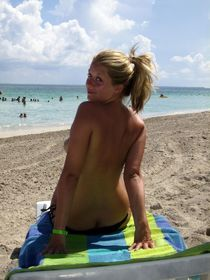 See my beloved wife and our hot beach holiday, amateur hot photo.