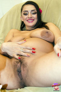 Naked pregnant Latoya from Mypreggo