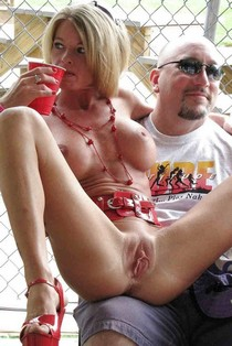 Dayum! Spread milf on dudes lap at NAP.