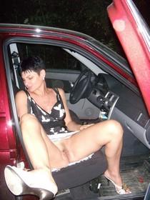 Amateur porn - brunette mom spreading legs