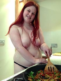 Your personal chef in the kitchen. Naked German housewives, amateur photos