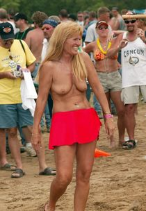 Naked 50yo Moms without panties, German exhibitionist women, nudists, public nudity,..