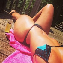 Hot sexy amateur selfshot of natural hot body in bikini on great ass and sexy tits