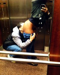 Amateur pussy licking in the elevator
