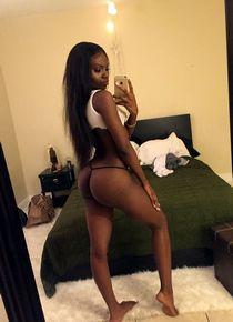 Lulu Simmons selfies