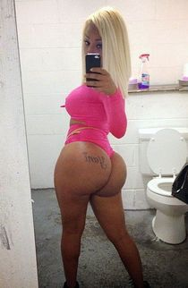 Hot top model making fantastic self-shot