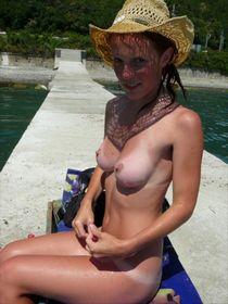 Nude girlfriend on the beach