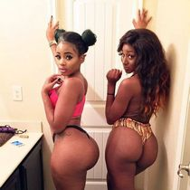 Just look at these buttocks, these ebony GFs so sexy!