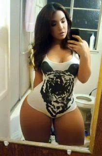 Love those girls with those wide hips! White girl Wednesday!!!