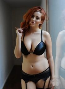 Amazing redhead babe.