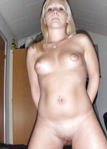 Beauty blond gf posing and fucking - Pics - xHamster