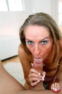 Hot Horny MILF Sara James giving an expert blowjob - Pichunt