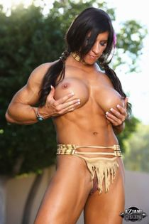 Muscled female Angela Salvagno exposes her big clit in Nativ