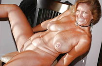 Naked milf porn pics - MILF