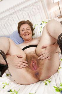 Older cherry muture hairy women - Babe