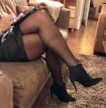Milf crossed legs stockings - watch and download