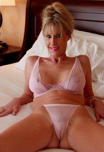 Porn Core Thumbnails : slim,blonde,mature,see through