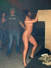Голые девушки в клубе - фото