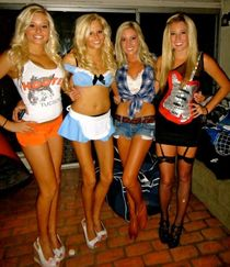 Left or Right, blonde sorority girl edition TigerDroppings.c