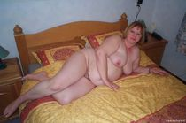 Chunky mature slut showing her body off - Mamas Porn - Pics