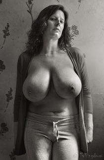 Грудастые женщины разных лет - смотреть онлайн..