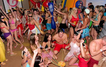 die erste geile Nacht im russischen Swingerclub upskirtporn