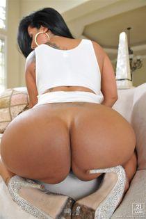 Kiara Mia gets her big tits fucked in a white dress - Pichun
