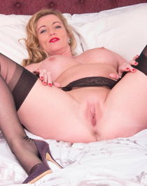 """See and Save As """"beautiful mature pussy and toes pt """" - Gese"""