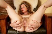 Atk Hairy Mature Leslie Spread