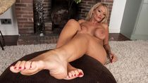 Mature womens foot fetish - Other