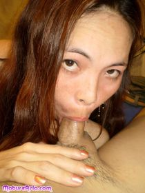 Mature asian cougar Cun has a fetish for white stockings jam