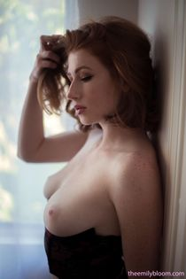 Sharp featured busty Abigale Mandler poses perfect body nake
