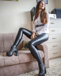 One of the hottest shiny legging girls on earth - photo