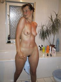 brunettte milf - Photo