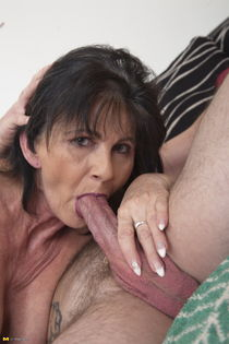 MATURE NL! Only at 6mature9 - Amateur moms, older women,