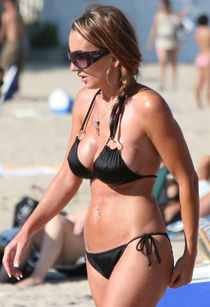 Voyeuy Jpg candid bikini randoms milf please comment