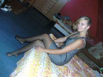 "Candid Legs в Твиттере: ""Blonde Poses On Her Bed Wearing Bla"