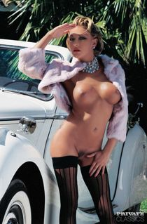 Vintage pornstar Delfynn Delage catches jizz on big breasts