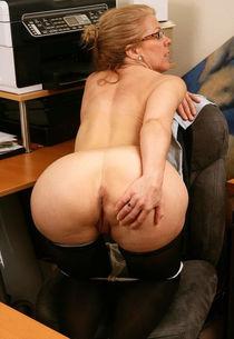 Beautiful mature butt fucked - MatureAmateurPics