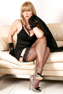 Mature sexy milf moms with thick legs in stockings - Pic