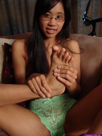 Amy is a foot fetish licking her toes - Pichunter