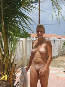 eure-pimmel-muschis: Nudist Women Photo of the Day 04/08/11