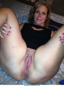 Nude wives and MILFs – WifeBucket